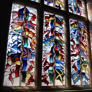 Lockerbie memorial window (Wikimedia Commons / Chris Newman)